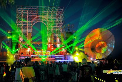 Вечерние музыкальные представления и дискотеки