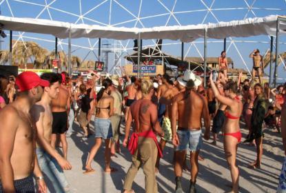 В поселке Поповка проходит музыкальный фестиваль «Казантип»