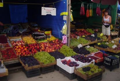 Огромный выбор овощей и фруктов